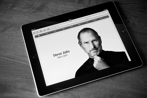 steve-jobs-passing-ipad