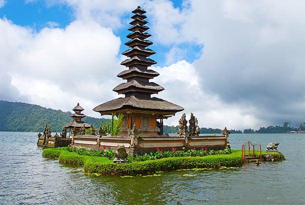 bali-hinduism-lake-bratan