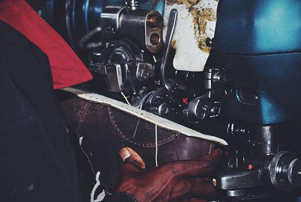 shoe-maker-man-oliberte