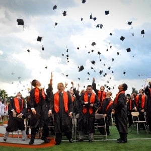 3 Ways to Identify Outstanding College Graduates