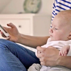 Toddlers Who Use Touchscreens Sleep Less, Study Says