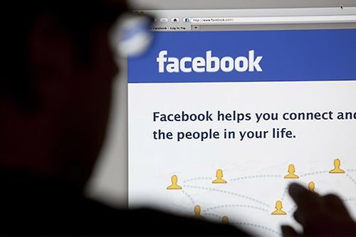 Facebook Signs Deals With Media Firms and Celebrities for Live Video