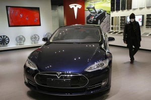 Tesla in Talks With BMW Over Car Batteries
