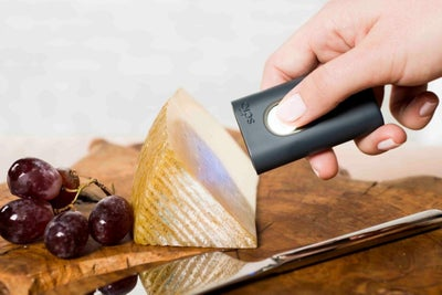 This Handheld Scanner Identifies Pills, Determines Calories and More
