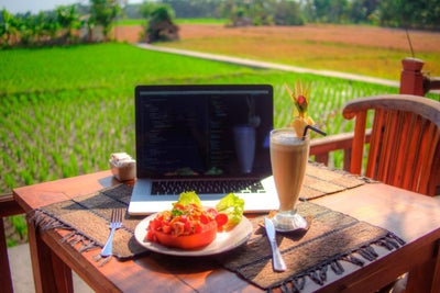 How I Built a Startup While Traveling to 20 Countries