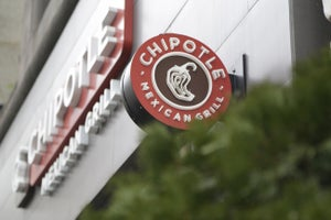 Chipotle Could Be Opening a Burger Chain -- Start Up Your Day Roundup