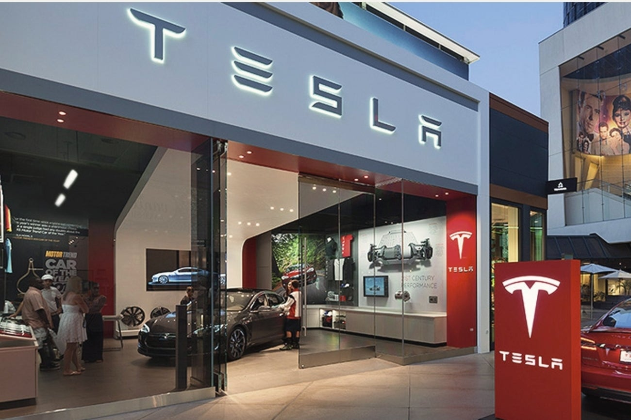 Tesla Takes Big Bite Of Apple 39 S Staff With Over 150 Total