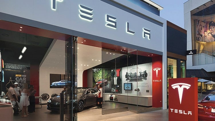 Tesla Takes Big Bite of Apple's Staff With Over 150 Total Poaches
