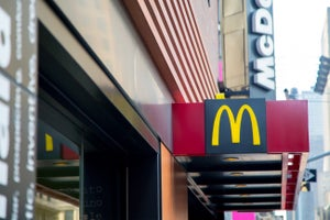 New York Moves Closer to a $15 Minimum Wage for Fast-Food Employees