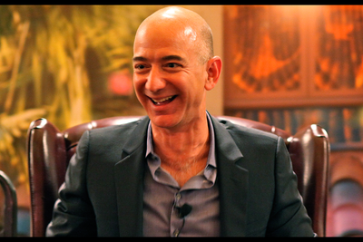 Jeff Bezos Heats Up the Race to Space: Your Weekly News Roundup