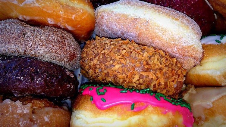 Losing the Battle Against the Munchies? A New Study Says You Should Get More Rest.