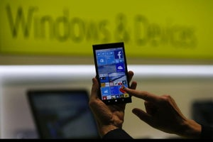 Microsoft Launches Windows 10 With an Eye on Mobile Market
