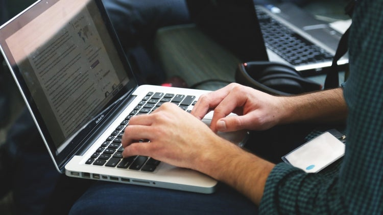 3 Questions to Ask When Deciding Between Content Marketing and Native Advertising