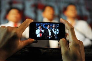 How to Engage Your Customers and Employees Using Social Media and Live Streaming