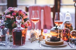 How to Host Your Co-Workers at Your Home for the Holidays