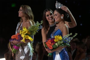 What Steve Harvey Did Right and Wrong in Big Miss Universe Flub
