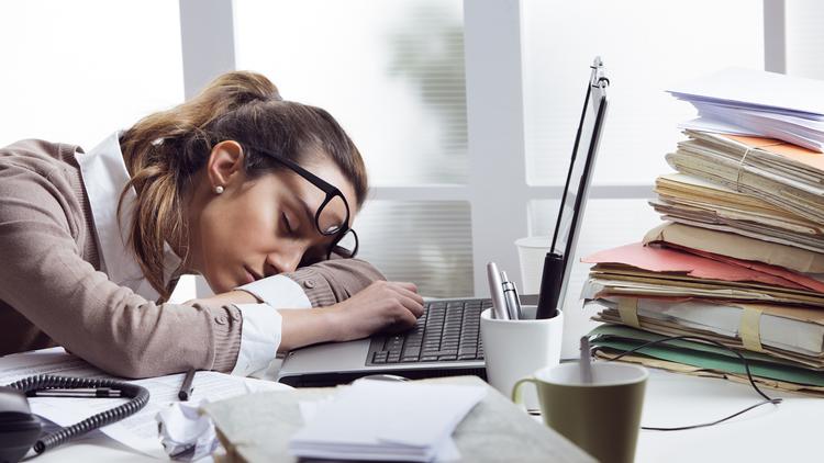 Estudio: Las mujeres necesitan dormir más que los hombres