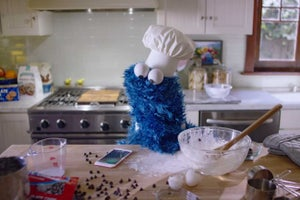 Cookie Monster Demonstrates Why Hands-Free Siri Is Useful (Video)