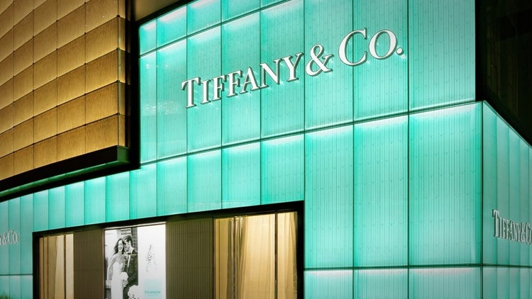 Tourists Buying Less Luxury Items, Hurting Tiffany and Other Retailers