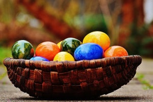 10 Internet Easter Eggs to Hunt for This Sunday (Infographic)