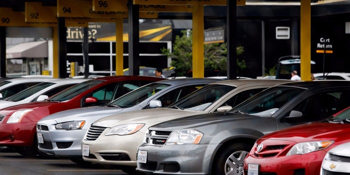 Uber and Lyft Overtake Traditional Car Rentals for Business Travelers - Start Up Your Day Roundup