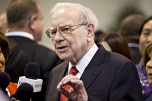 Warren Buffett Dishes on Clinton vs. Trump, Coca-Cola and His Possible Successor