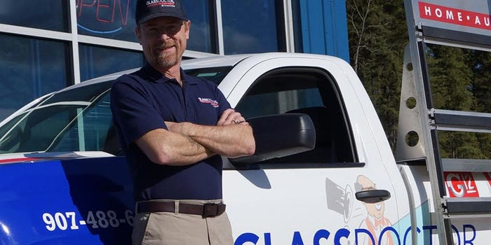 These Glass Doctor Franchisees Found Smashing Success in a Family Business