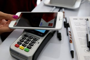 Early Days, But Apple Pay Struggles Outside U.S.