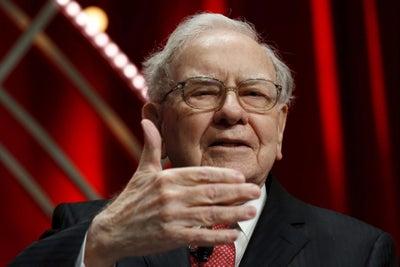 Buffett Praises Amazon's Bezos, a 'Classic Example' of a Successful Bu...