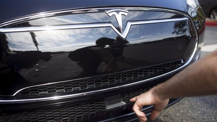 Consumer Reports Magazine Urges Tesla Disable Auto Steering