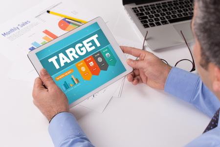 Tony Robbins's Social Media Director Shares His Marketing Tips