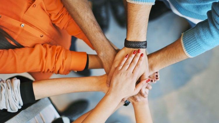 ¿Qué pasaría si los 'Godínez', trabajólicos, freelancers y emprendedores unieran talentos?