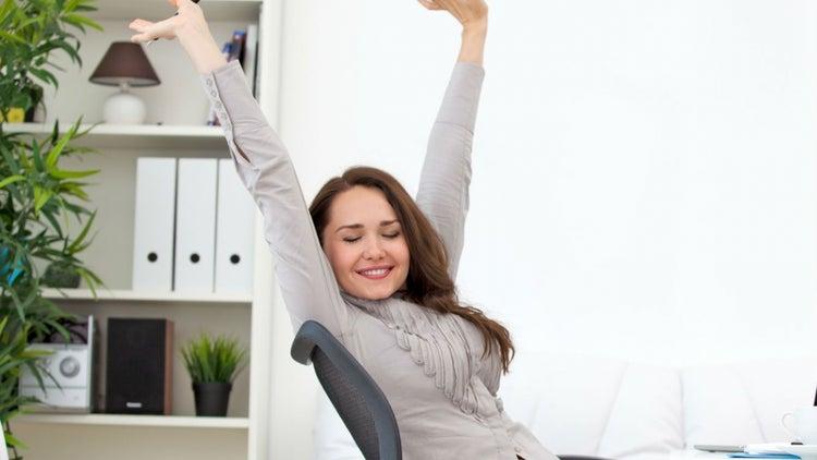 4 rutinas para ejercitarte en la oficina