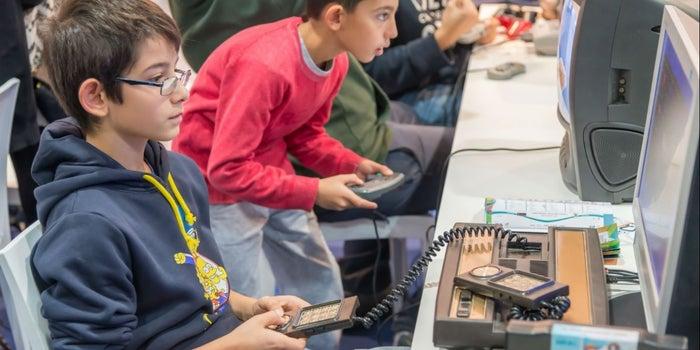 Los estudiantes sacan mejores resultados aprendiendo con juegos