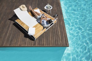 9 Ways to Make Money While on Vacation