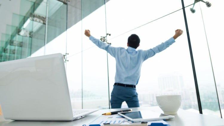 3 Ways Walking Away From Your Desk Makes You Smarter