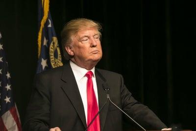 Trump va contra emprendedores migrantes, frena las visas startup