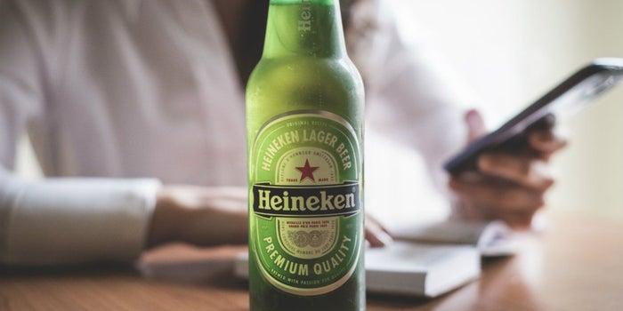 ¿Eres millennial? Heineken quiere darte trabajo