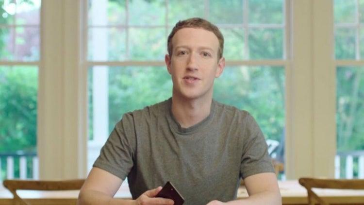Mark Zuckerberg es tan rico que Morgan Freeman 'es su mayordomo'