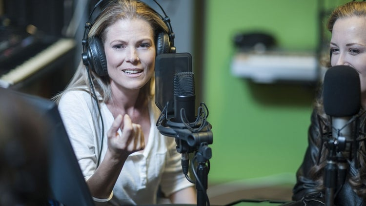 24 Exceptional Women-Hosted Podcasts for Entrepreneurs in 2017