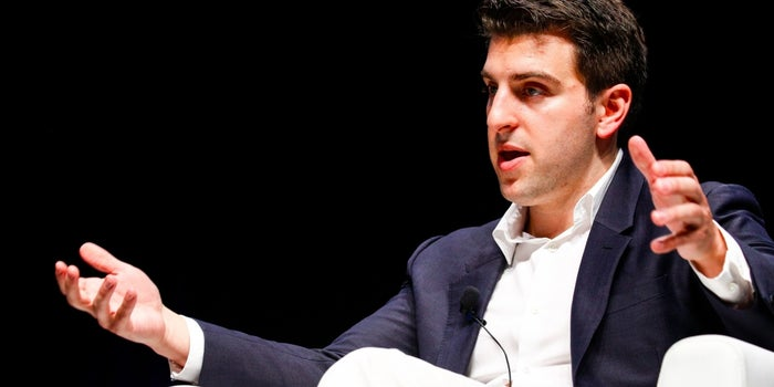 Airbnb CEO Asks Twitter What His Company Should Launch in 2017
