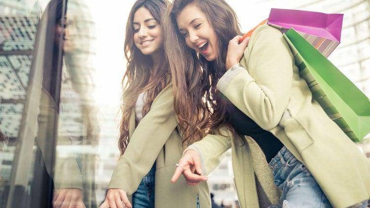 Generación Z: Los futuros consumidores que comprarán más en tiendas físicas que online