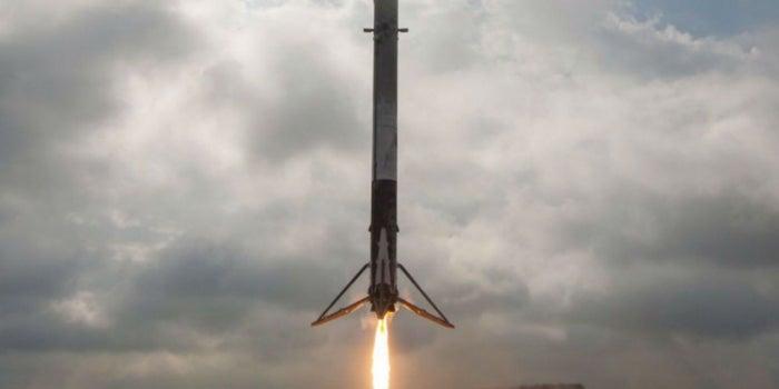 Mira el aterrizaje de un cohete espacial desde los ojos de Elon Musk