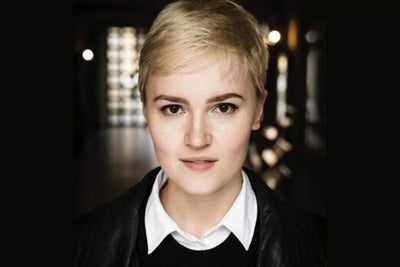 Best-Selling Author Veronica Roth Tells What Writing Books Is Really L...
