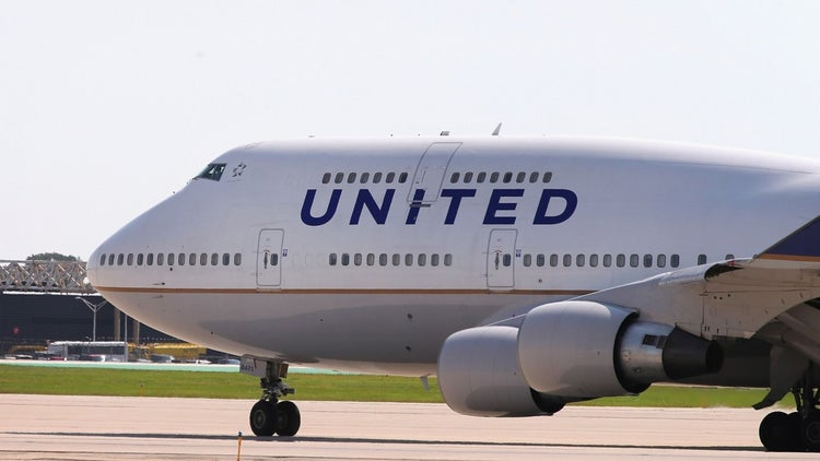 United Airlines Passenger Dragged Off Plane by Airport Employees