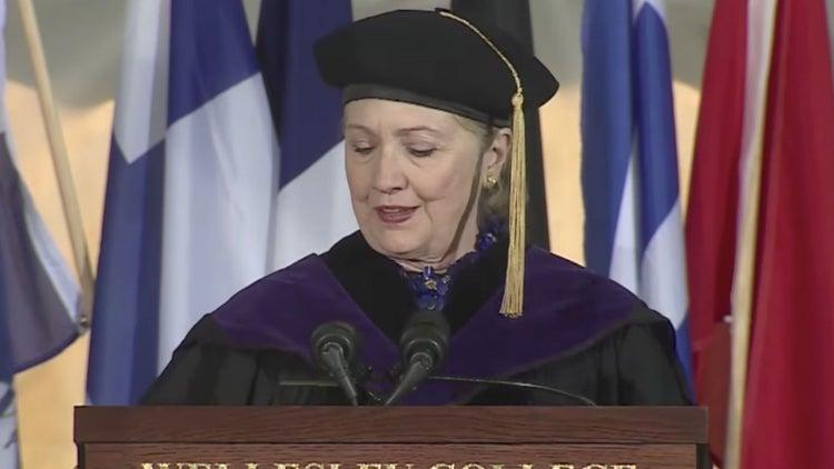 Qué le dijo Hillary Clinton a los graduados de la clase de 2017