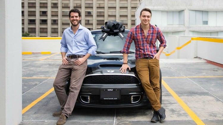 Los venezolanos que revolucionan la compra-venta de autos en México