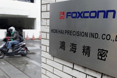 iPhone Maker Foxconn Pledges $10 Billion for LCD Manufacturing in Wisc...