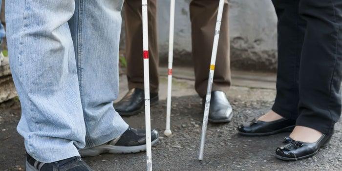 Emprende con un negocio de turismo para ciegos y sordos
