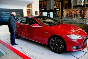 Fanáticos meten acelerador para adquirir el nuevo Tesla Model 3